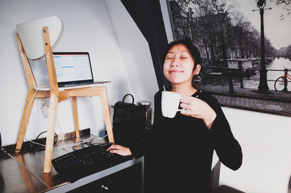 Cindy standing desk