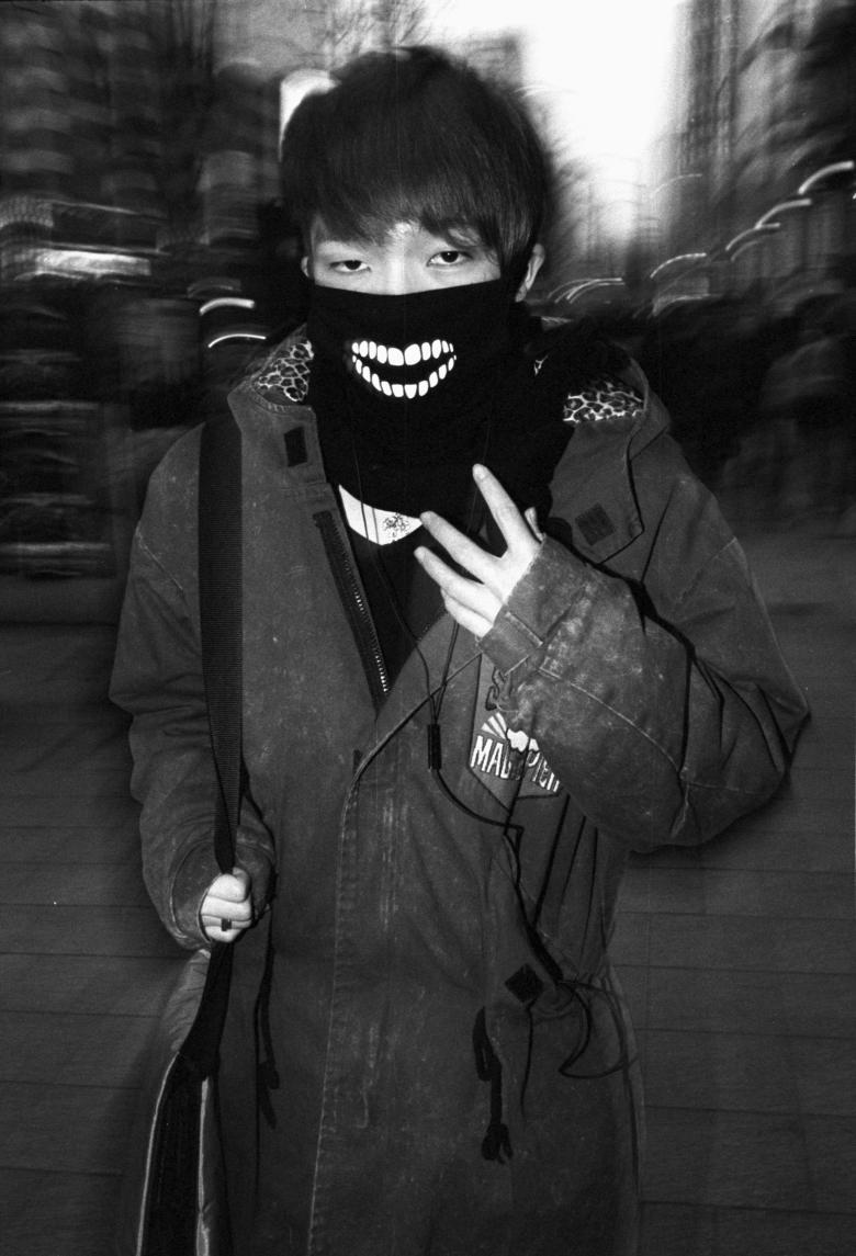Seoul flash, grimace.