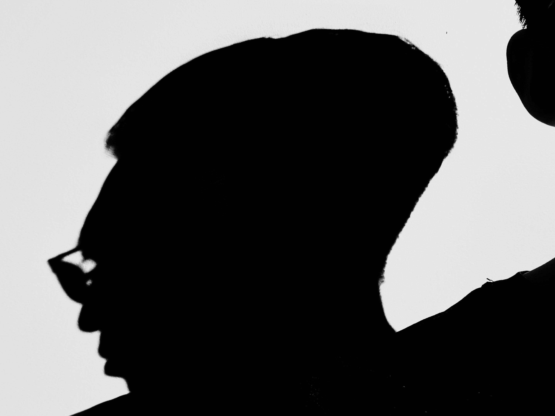 selfie iPhone pro silhouette