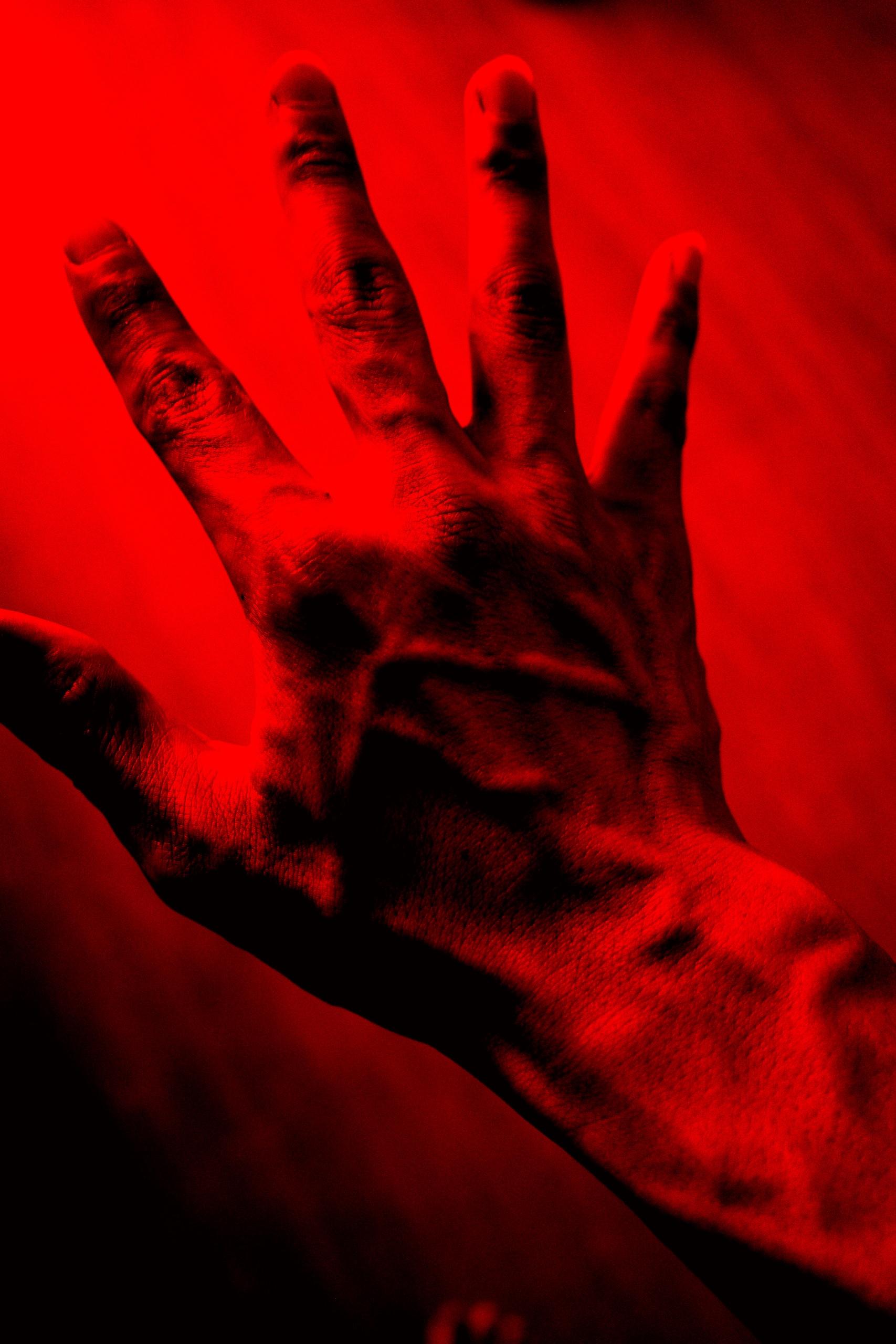 red hand ERIC KIM selfie