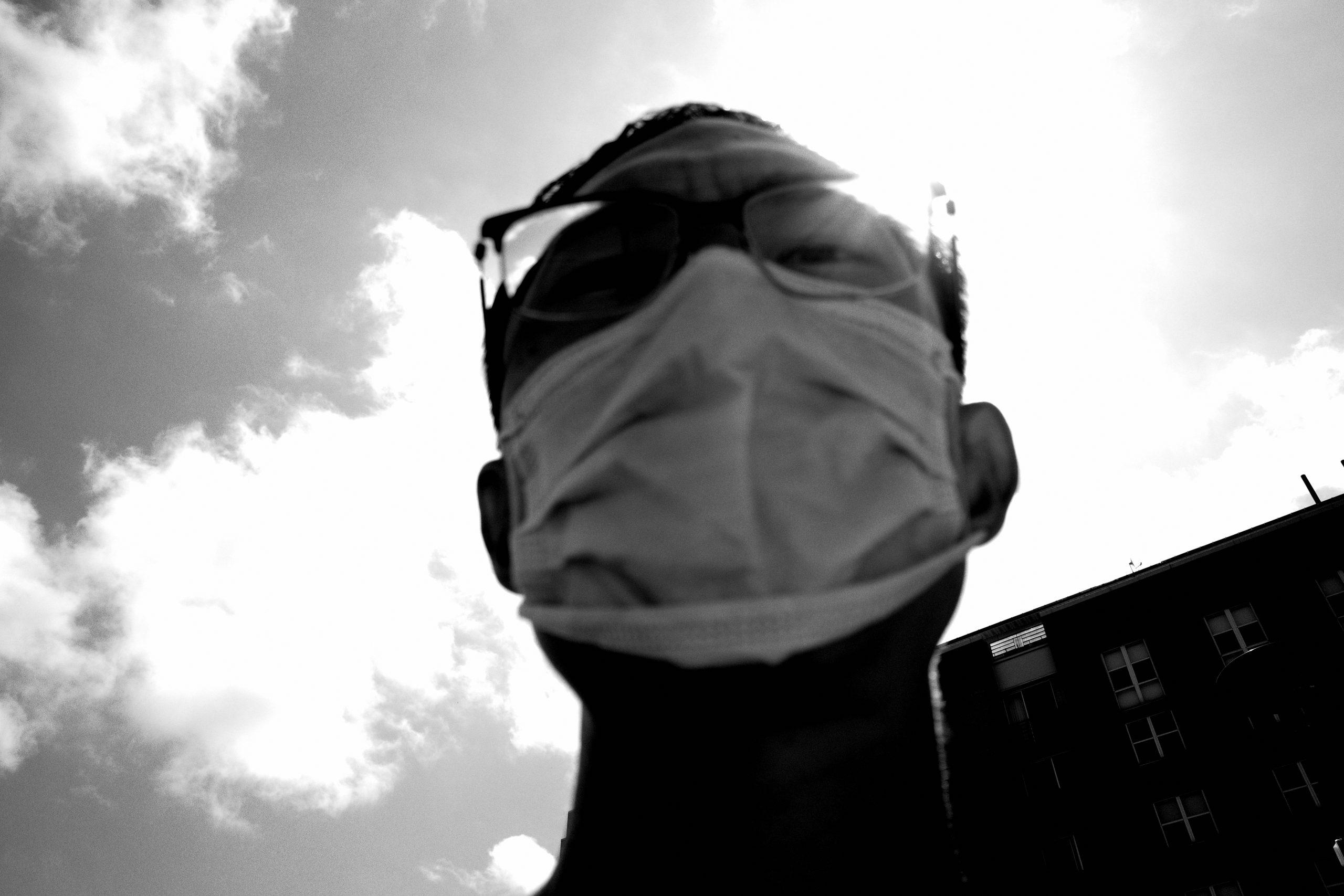 Selfie mask ERIC KIM black and white