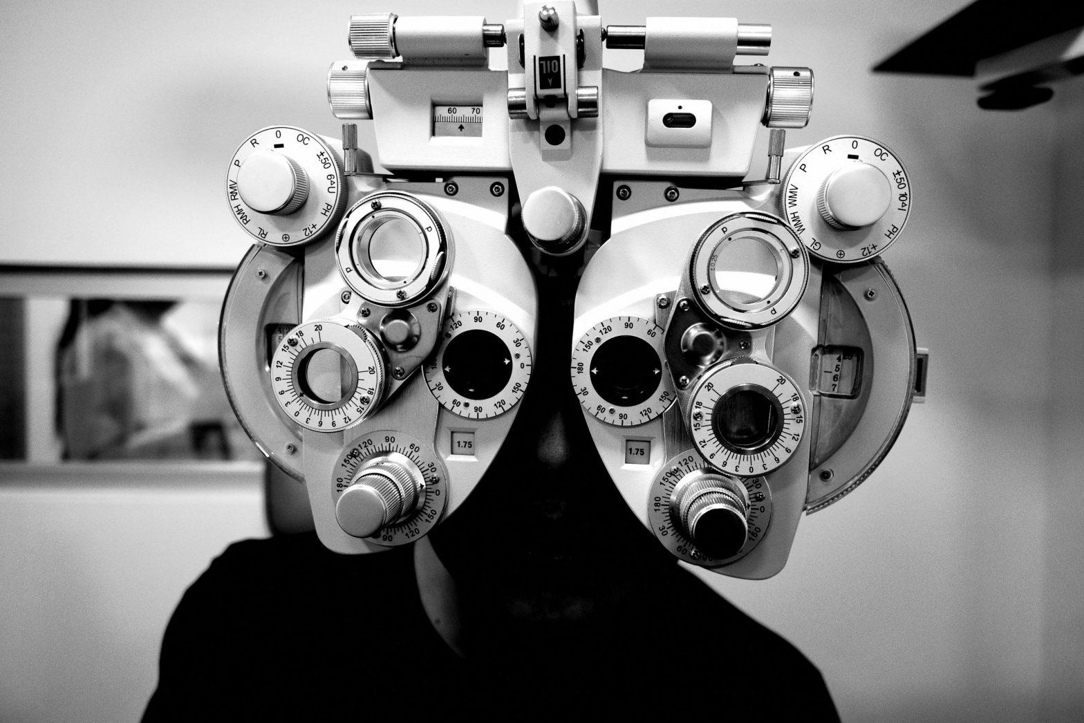 eye glasses doctor office