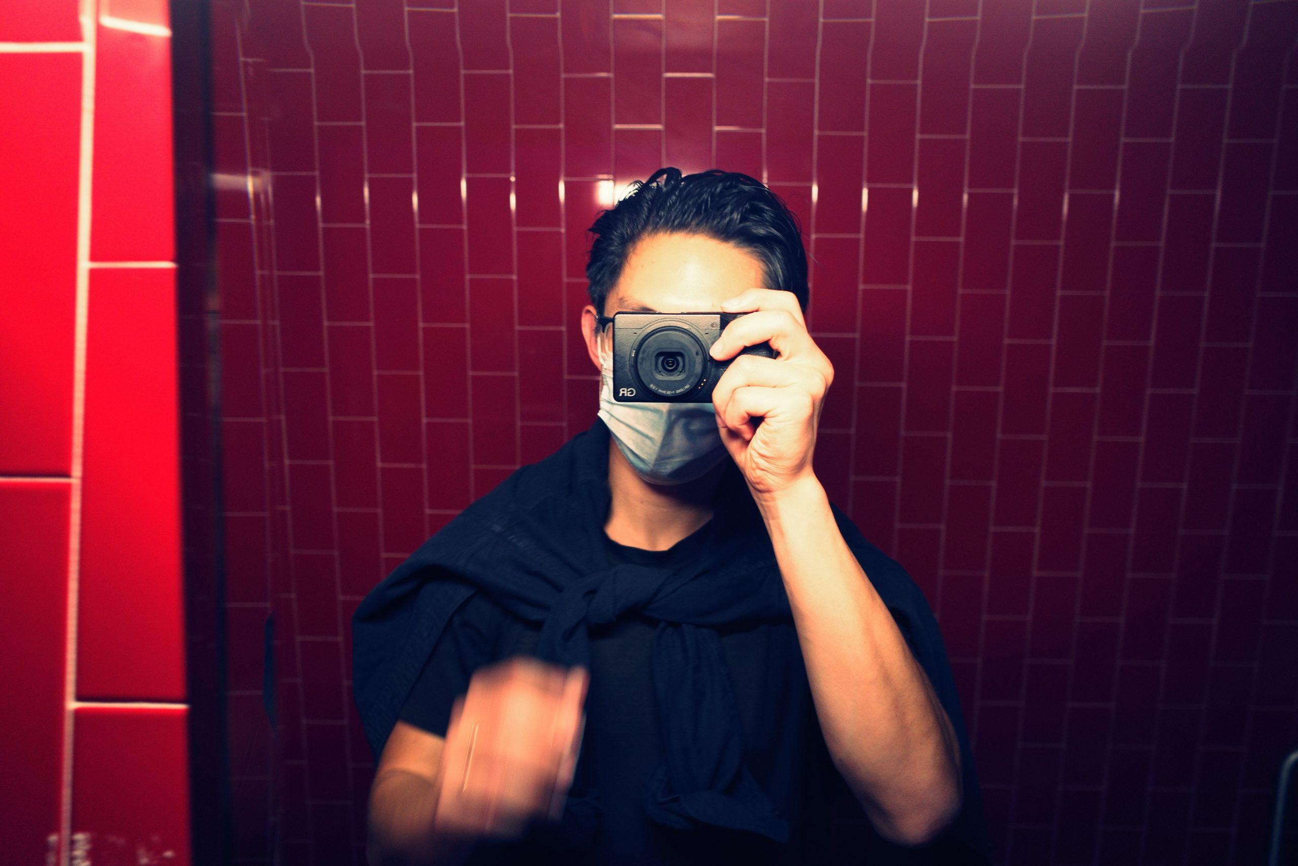selfie ERIC KIM Ricoh gr iii red background cross process jpeg filter blur