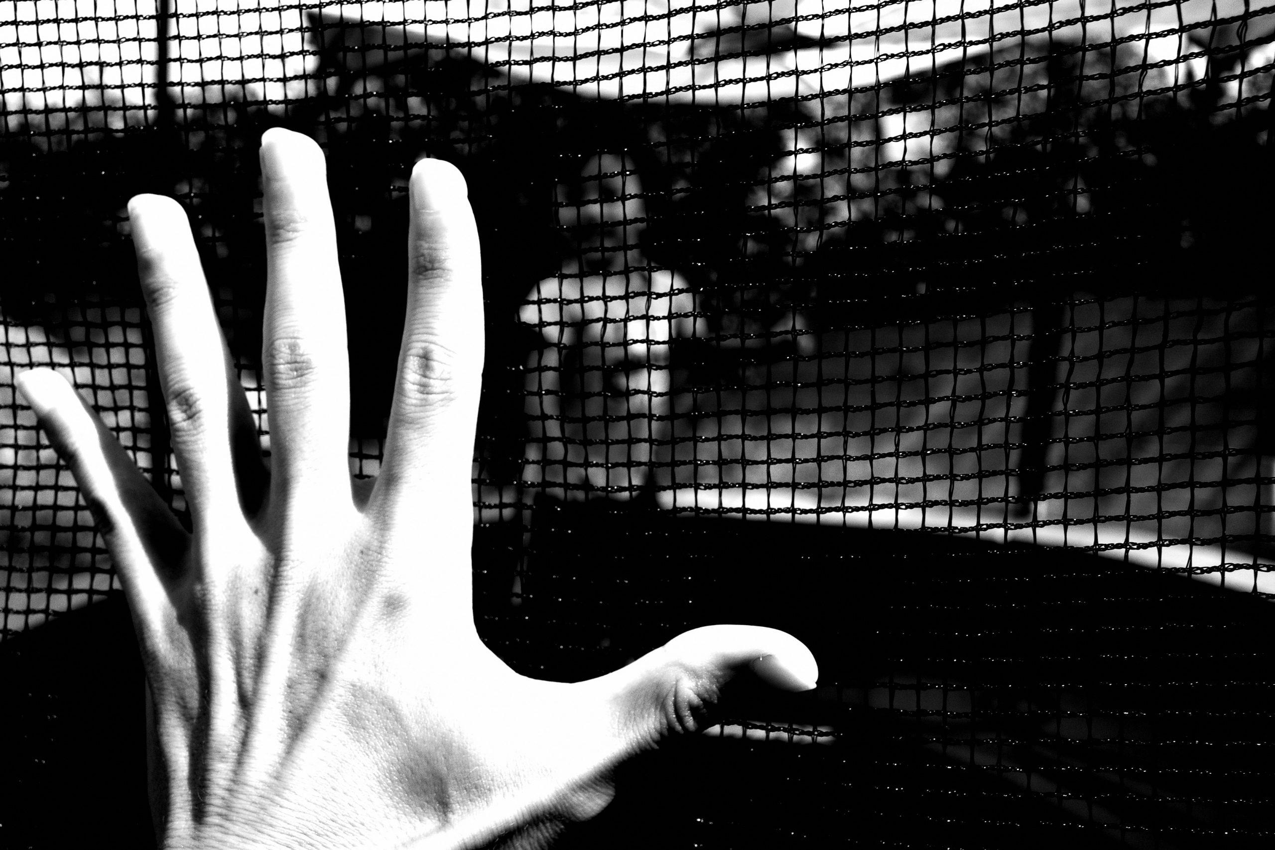 hand benji selfie