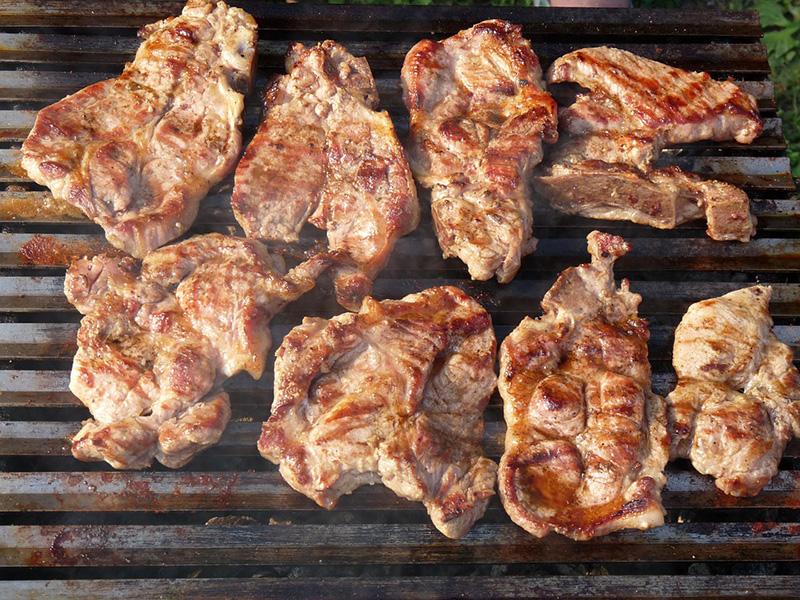 Cuisinez des grillades de porc durant la période estivale