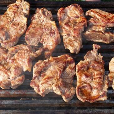 Les grillades de porc, synonymes de saveur et de convivialité !