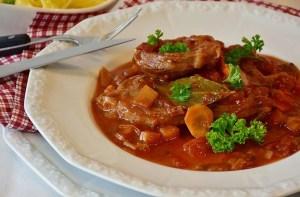 Utilisez de la sauce pour sublimer votre viande pour Noël