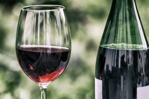 Choisissez un bon vin rouge pour sublimer une viande d'autruche à Noël