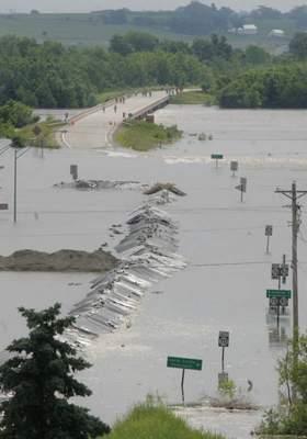 flooding photo in Columbus Junction Iowa 2008