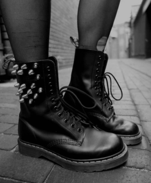 black-and-white-boots-cool-dr-martens-favim-com-899455