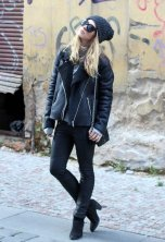 all-black-outfit-idea-with-shearing-jacket