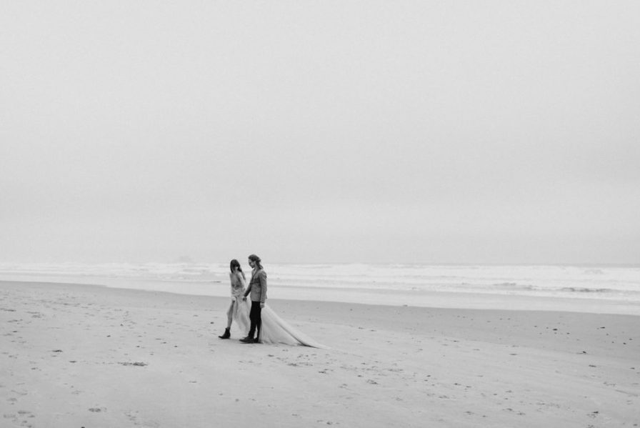 Cloudy Oregon coast couples photos