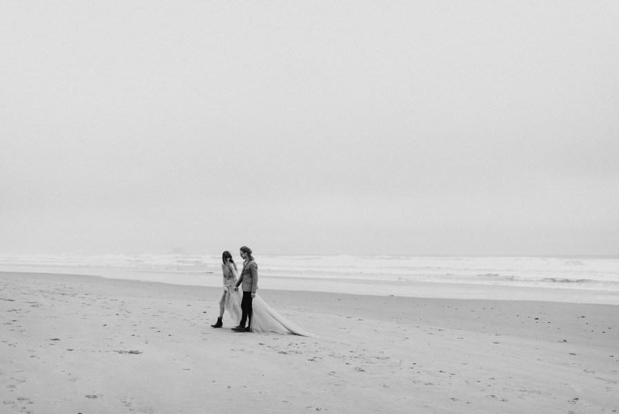 Cloudy Oregon coast couples photos