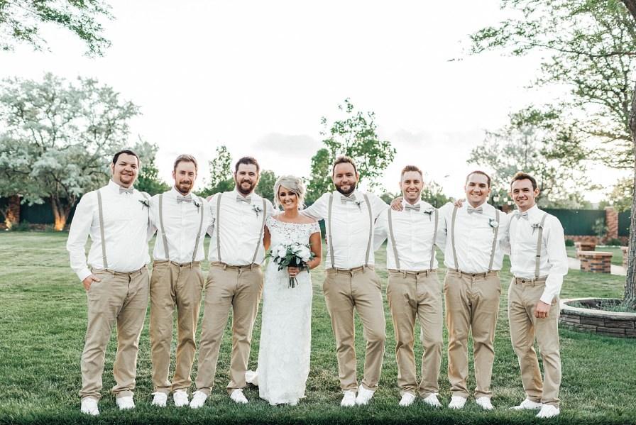 Bride and groomsmen photo ideas