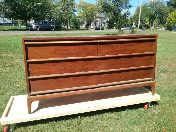 Lane Rhythm 6-drawer dresser, pre-restoration, September 2018.
