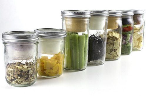 Magically turn a mason jar into a lunchbox