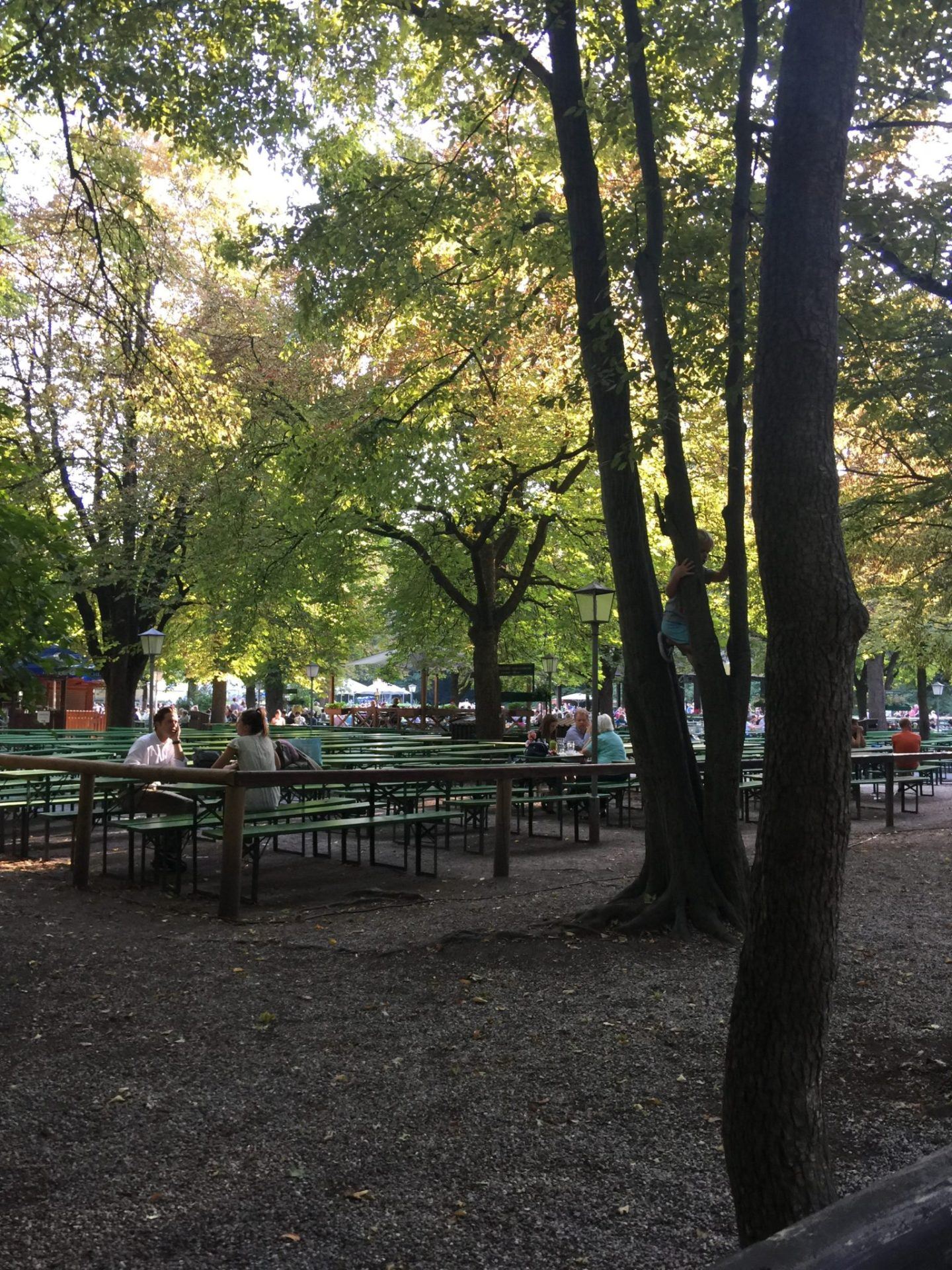 Biergarten by the Chinese Tower, Englisch Garten