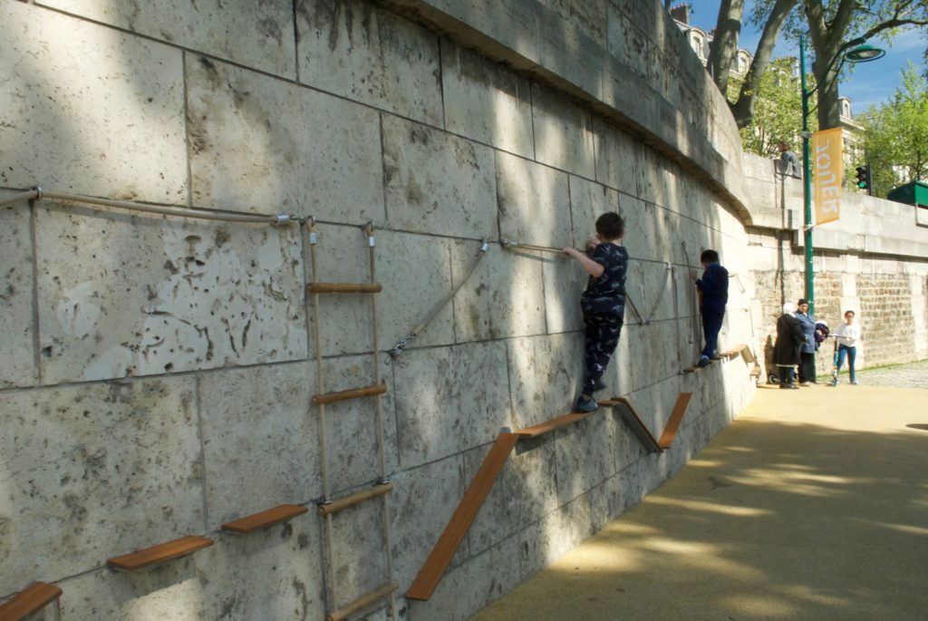 paris with kids - seine playgrounds climbing