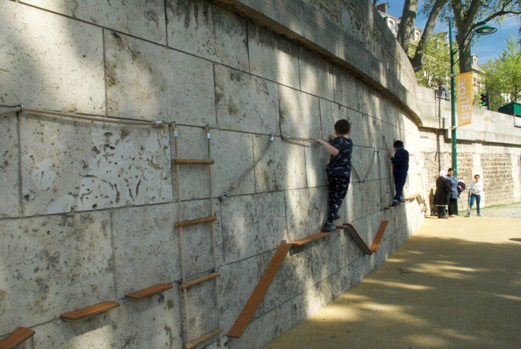 paris with kids – seine playgrounds climbing
