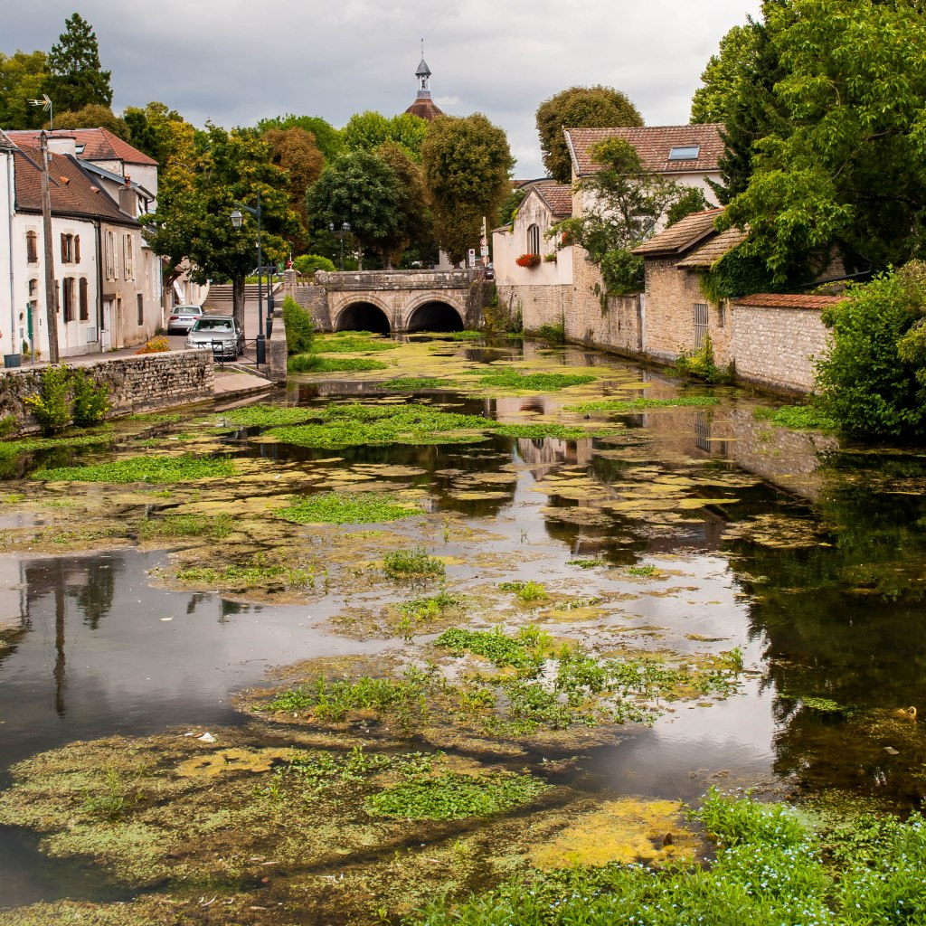 Beaune canal