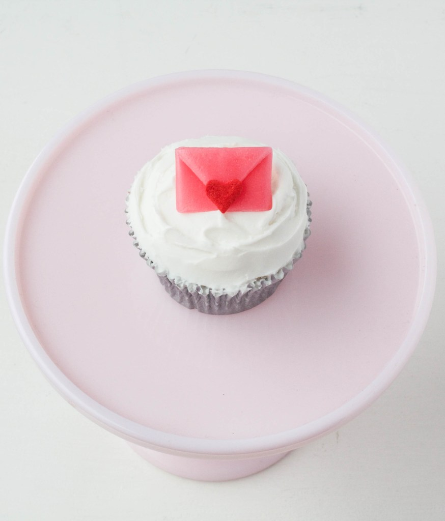 Valentine's Day Cupcakes And An Airhead Valentine Craft Roundup