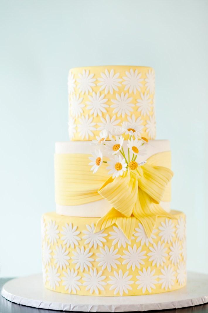 Easy Gum Paste Daisy Flower Tutorial on Craftsy | Erin Gardner | Craftsy