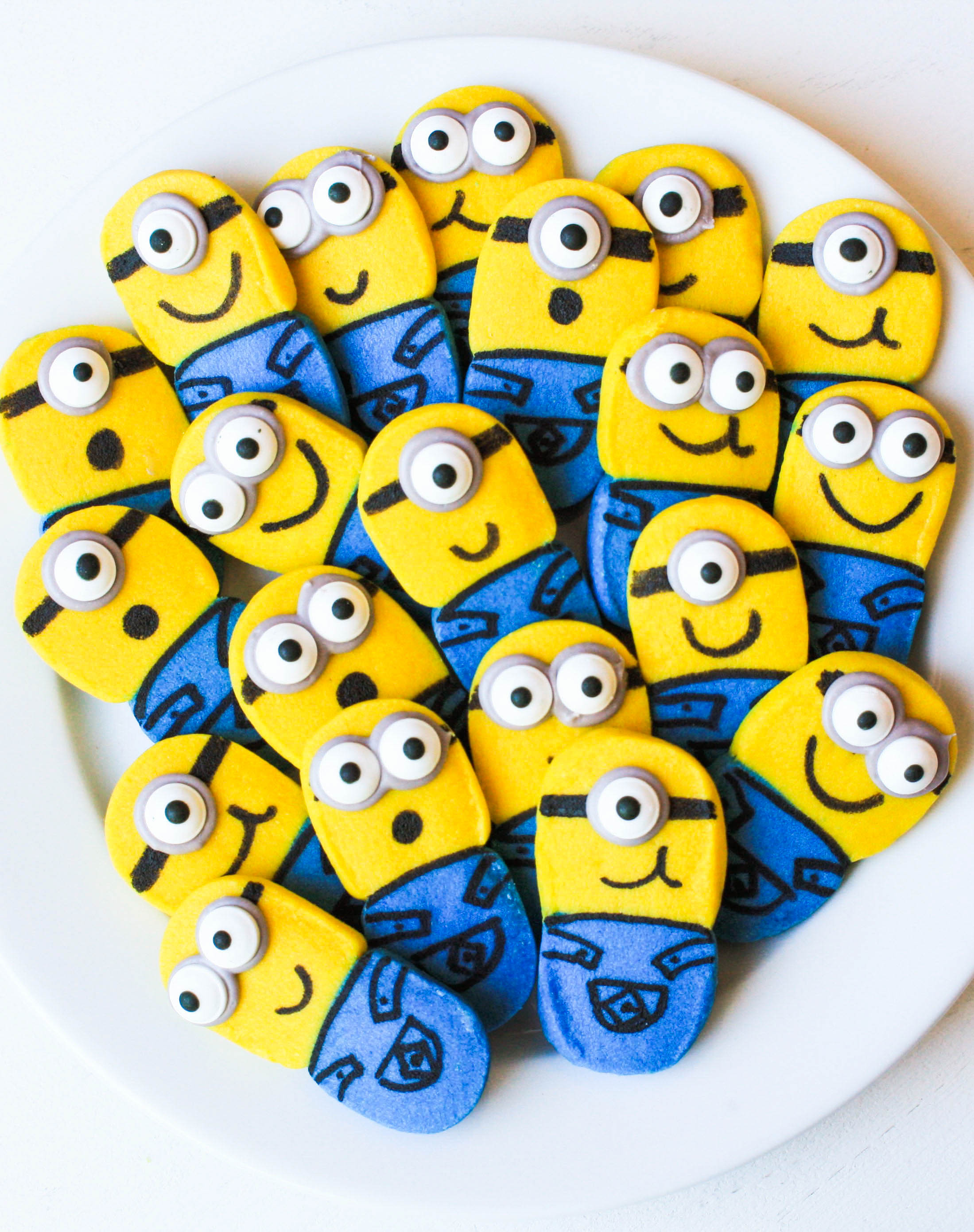 movie munchies how to make fun u0026 easy minion cookies erin bakes