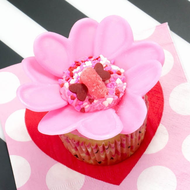 Candy Melt Flower Valentine's Day Cupcake | Erin Bakes x Wilton Takeover