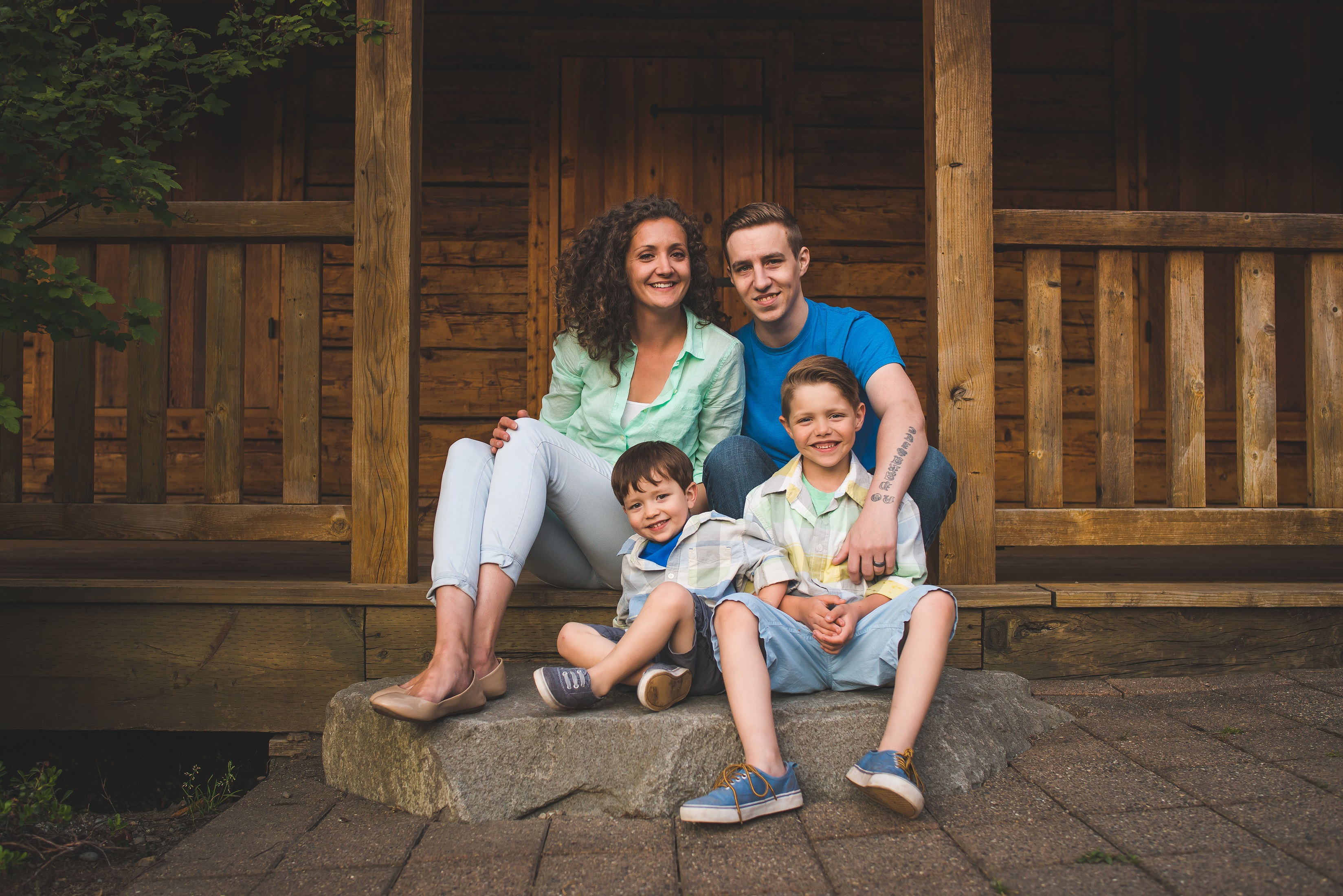 Bellevue family photographer at Lake Larsen Blueberry Farm cabin
