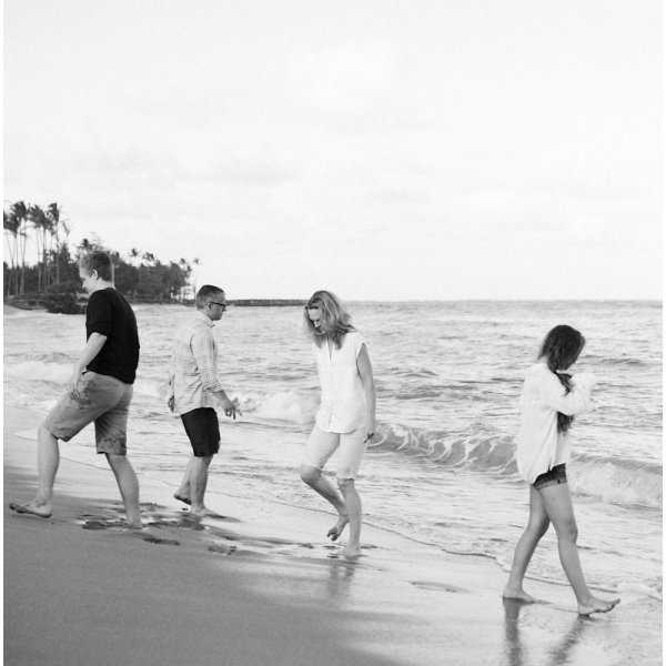 black and white Kauai beach photos by Erin Gregerson Photography. To see more, click here: https://eringregerson.com