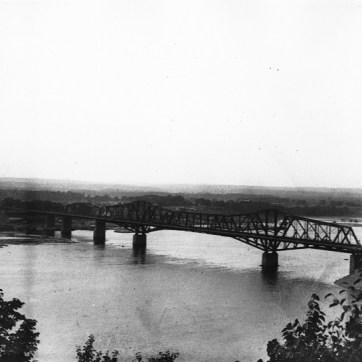 Wallis & Shepherd. Interprovincial Bridge, Hull-Ottawa, QC-ON, 1900. Silver salts on glass – Gelatin dry plate process, (6cm x 8cm). McCord Museum MP-0000.27.182