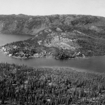 Cameron Lake Settlement, Great Bear Lake, N.W.T., Photograph. LAC PA-017818.