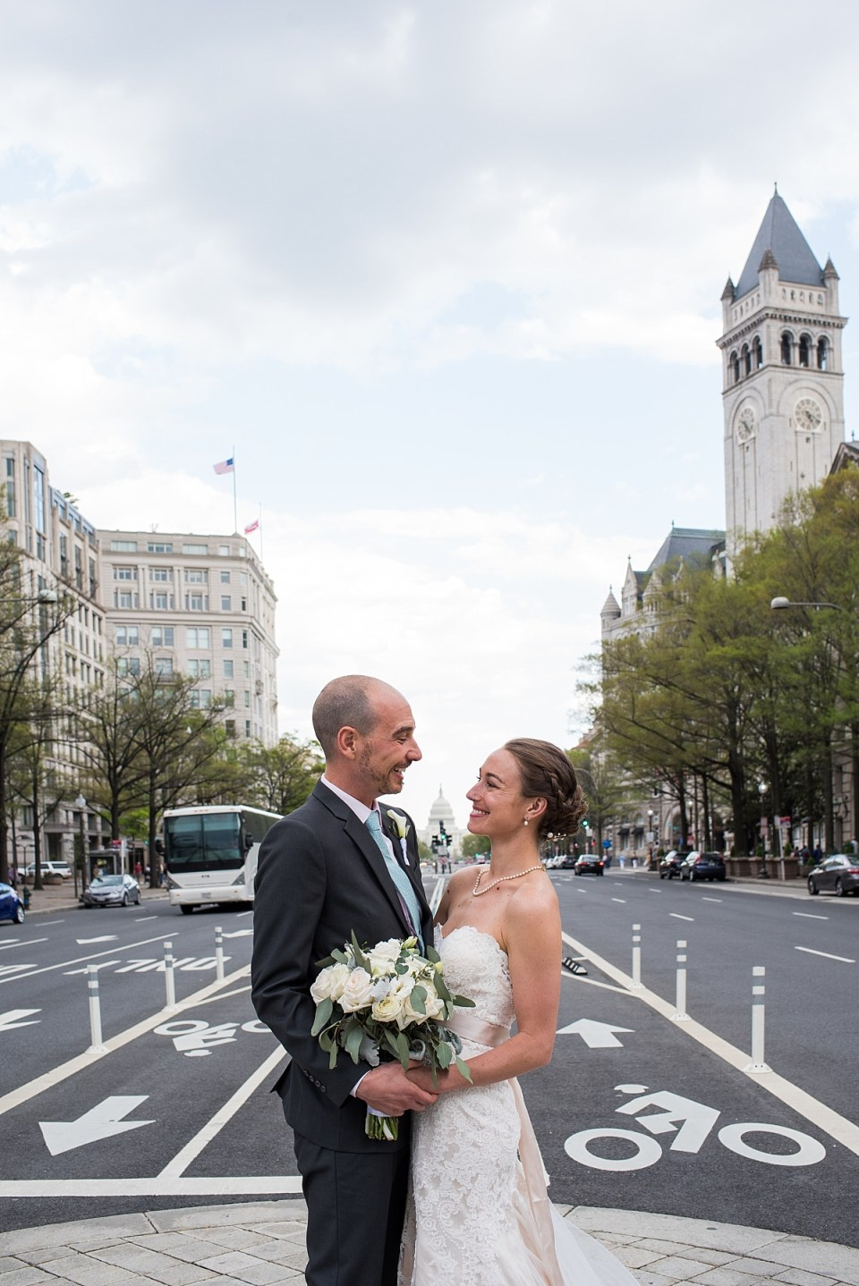 Brida and Groom with Capital in Wedding photos
