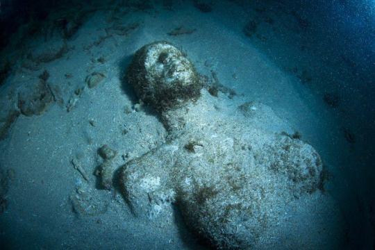 Taylor llegó al fondo del mar