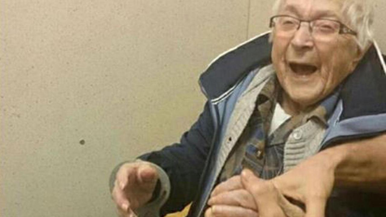 A los 99 años, Annie cumplió su deseo de estar en la cárcel