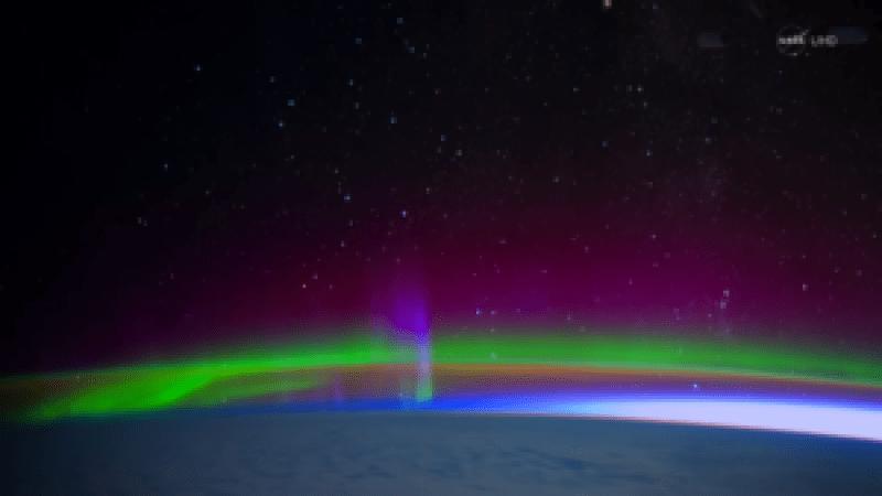 Este es el espectáculo que dejan las auroras boreales tocando la Tierra