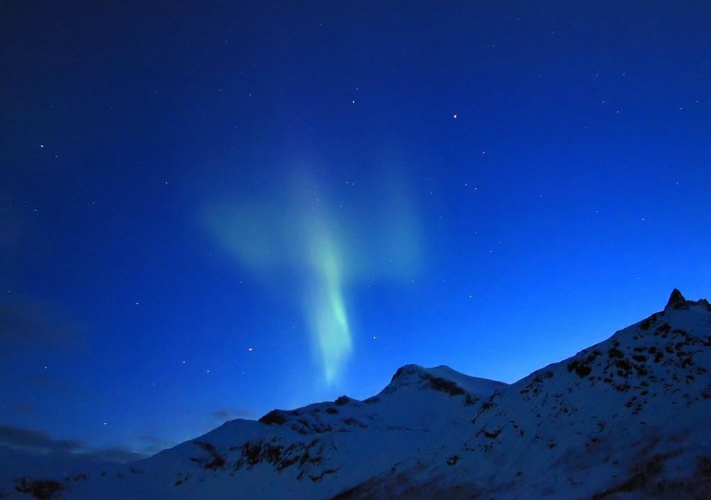 Auroa en el cielo del Ártico