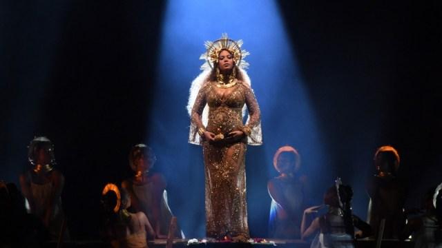 Beyoncé en su presentación durante los premios Grammy 2017