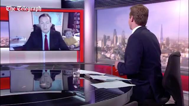 La entrevista de la BBC donde interrumpieron unos niños