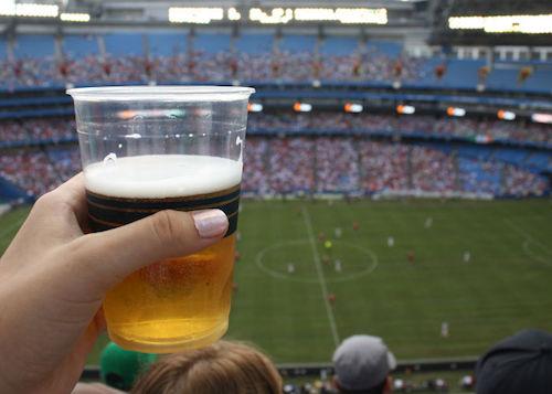 PRI quiere prohibir bebidas con alcohol en el estadio