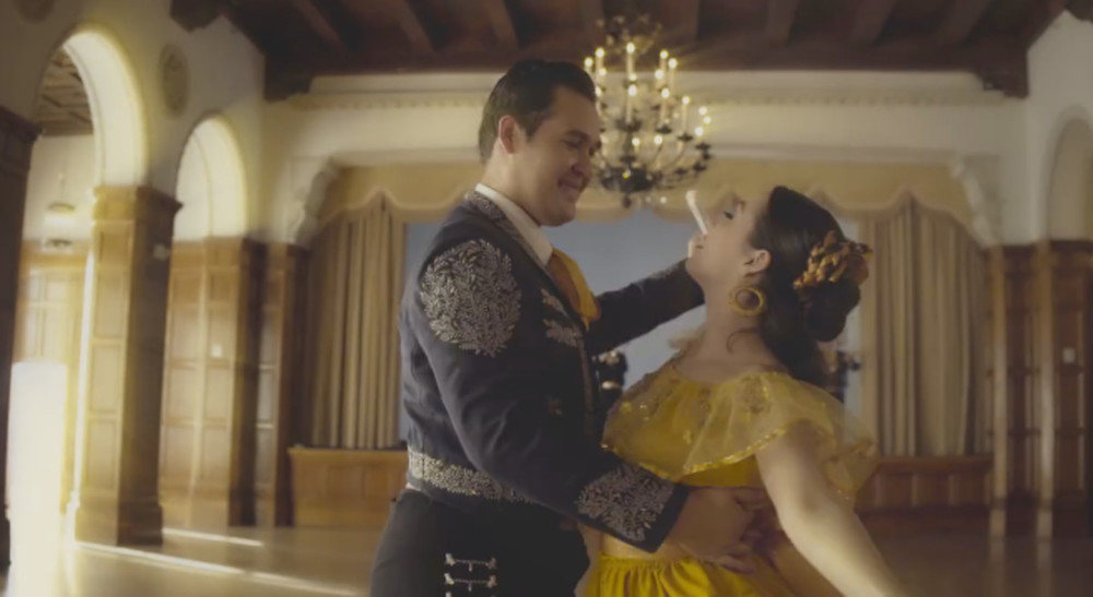 """Mariachi toca el tema de """"La Bella y la Bestia"""" y se oye fenomenal"""