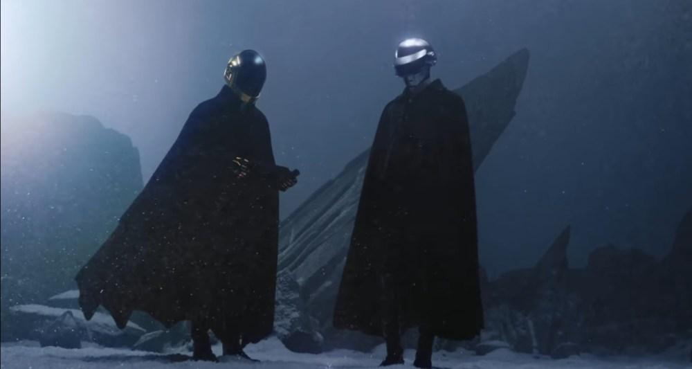 "The Weeknd y Daft Punk en el video de ""I Feel It Coming"""