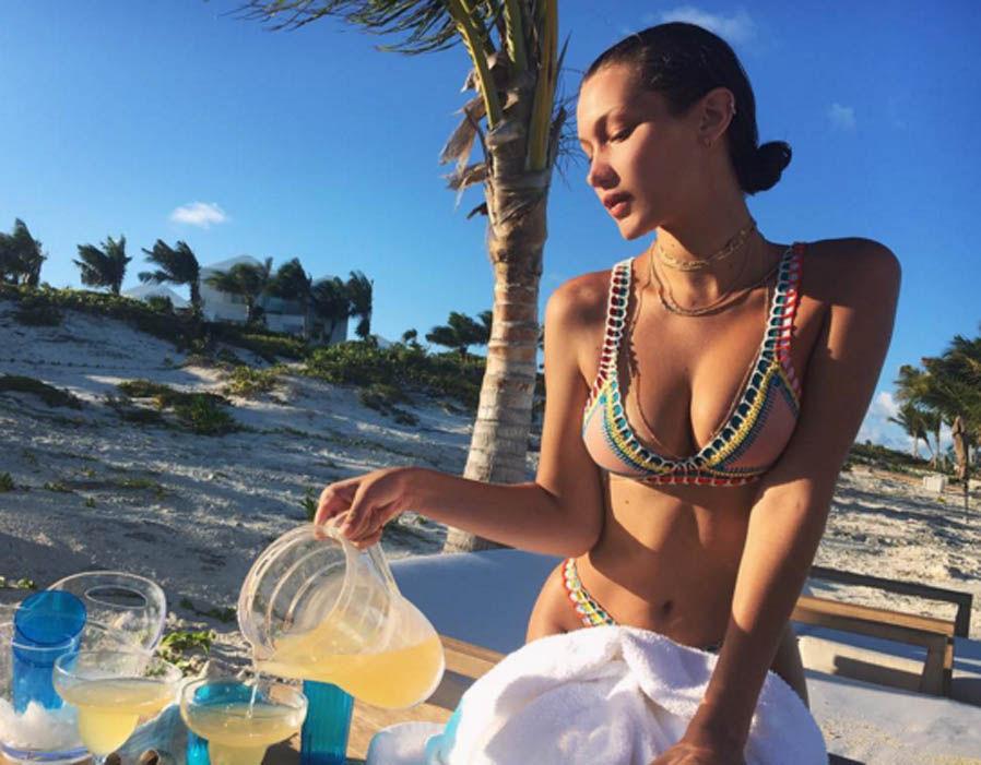 Bella Hadid en bikini en las playas de México