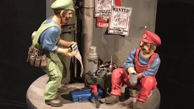 Una maqueta con Mario y Luigi de Mario Bros en la exposición 16bitmodels