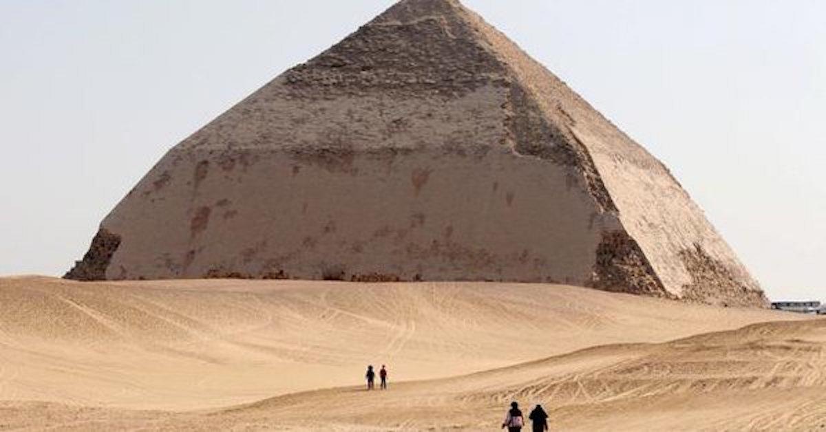 Descubren una nueva pirámide al sur de El Cairo, Egipto