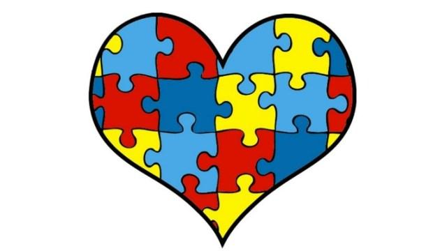 Este corazón de rompecabezas es el símbolo del autismo