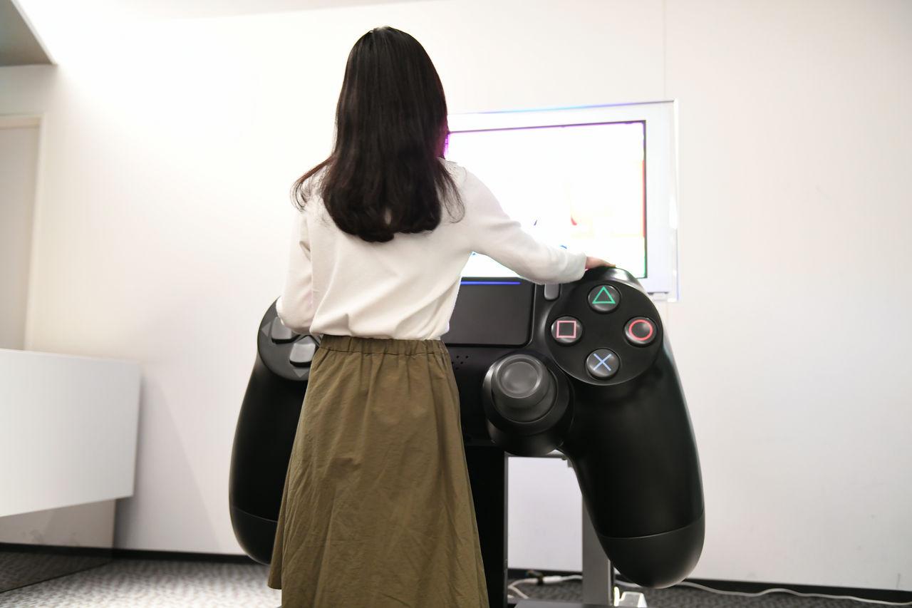 Un control de PS4 gigante
