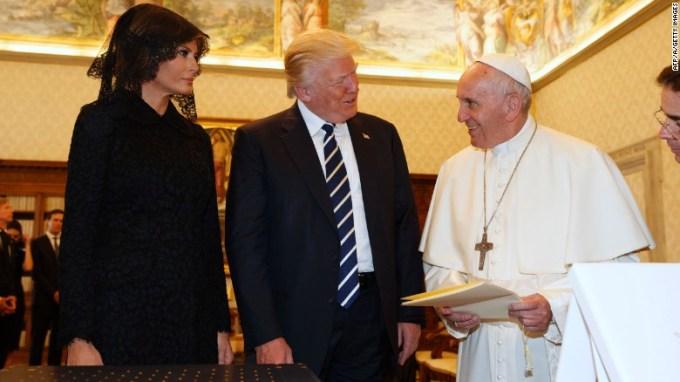 El papa le regala a trump su gran carta encíclica sobre clima y medio ambiente