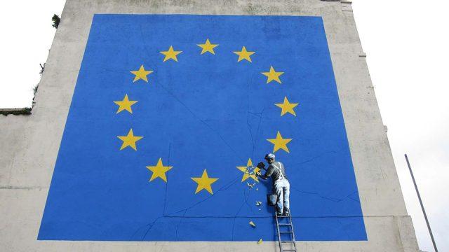 """Banksy reaparece en Inglaterra con una nueva obra sobre el """"Brexit"""""""