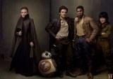 CArrie Fisher, Oscar Issac, John Boyega y Kelly Marie Tran como la General Organa, Poe Dameron, Finn y Rose Tico junto a BB-8 en Star Wars VIII